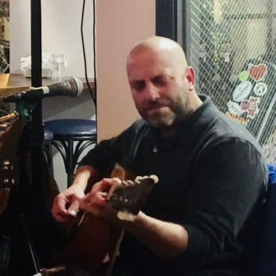 Photo of musician Rob Russo